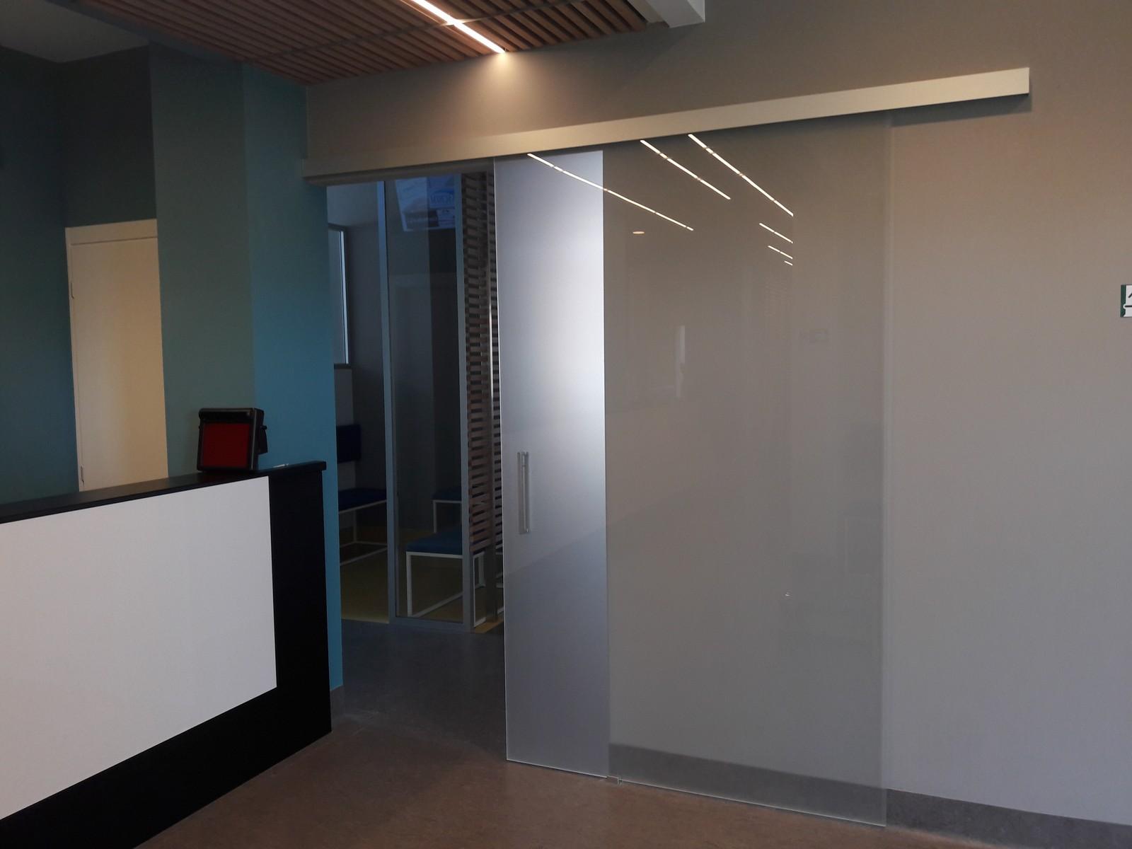 Vetreria f e l c e a vetrate specchi e cristalli novara - Porta in cristallo scorrevole ...